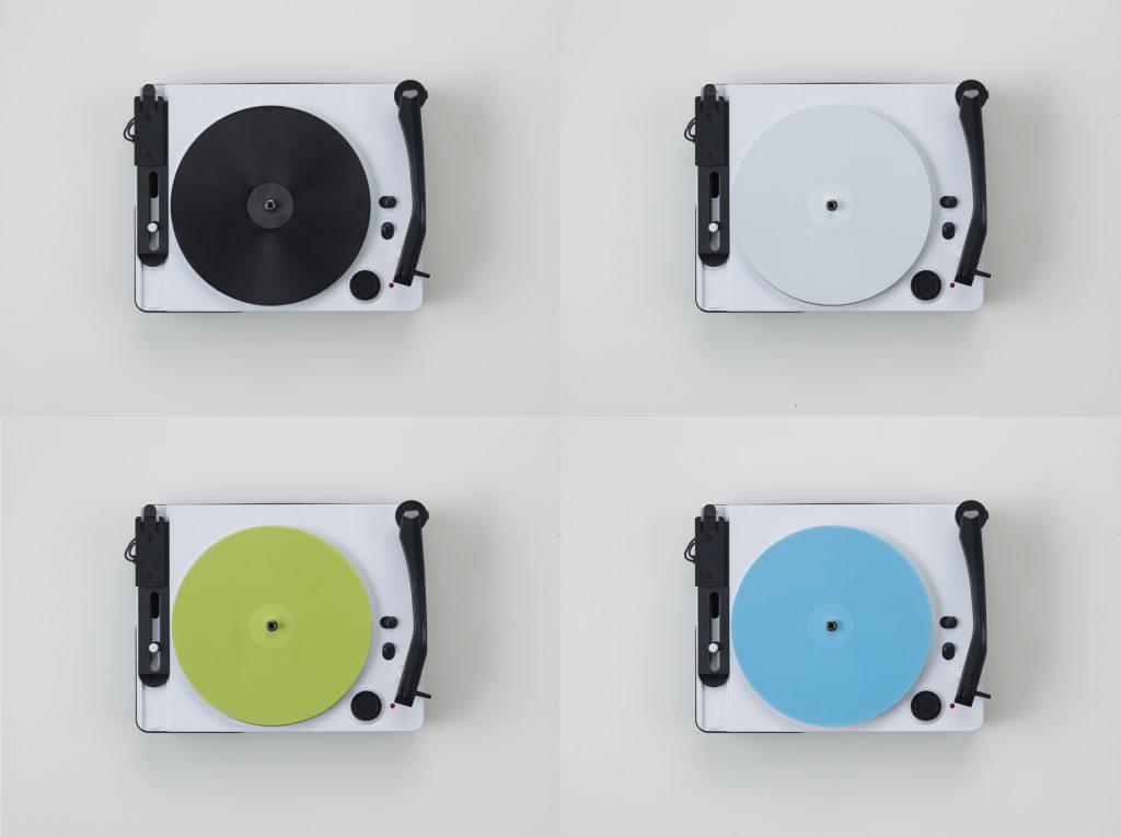 ▲通常版は黒・白のレコードが各5枚。Amazon限定版は黒・白に加えて、黄緑・水色のレコードが各5枚入ります。