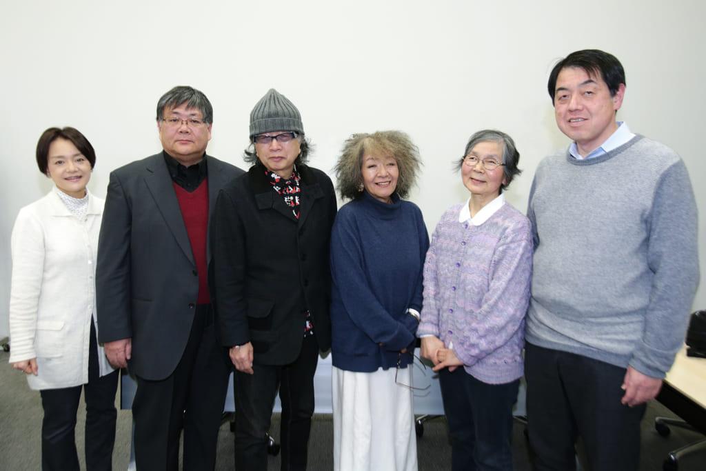 ▲最終選考委員のみなさん(写真は昨年のもの。右より、宮川健郎さん、佐々木赫子さん、落合恵子さん、ねじめ正一さん、小川英晴さん、学研プラス小方編集長)
