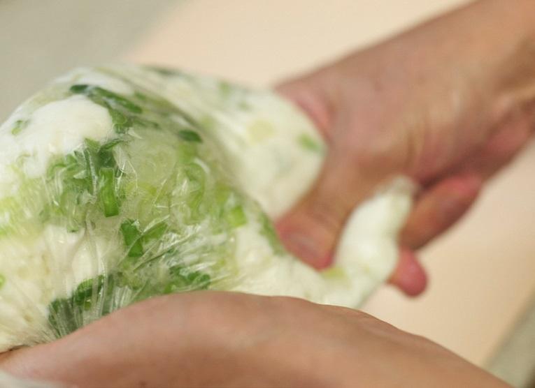 「小麦粉を使わない、はんぺんで作るお好み焼き 混ぜ方」画像