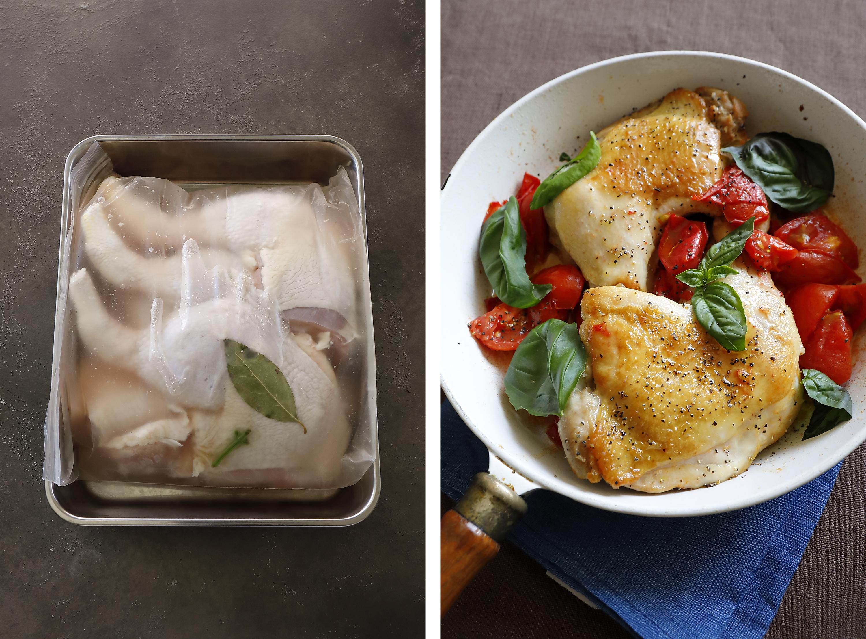 前日に、水・塩・ローリエ・バジルの葉を合わせた「ブライン液」に鶏肉を漬けておけば、当日はフライパンで焼くだけ 紙面
